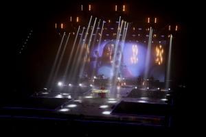 Elisa fasci di luce sul palco