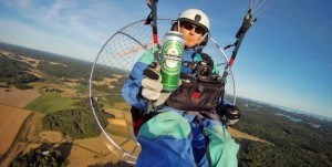 Saluti aerei con birra