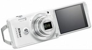 Compatta Nikon per selfie
