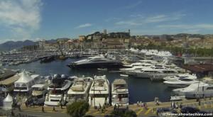 Yacht nella baia di Cannes