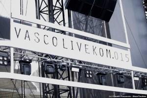 Vasco Live Kom 015 scritta stadio
