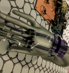 Guanto con sensori grafene