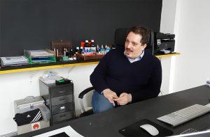 Giorgio Cravero nel suo studio