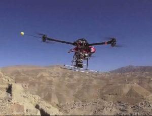 Quadricottero in volo su Gizah