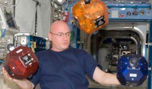 I tre satelliti SPHERE su stazione spaziale