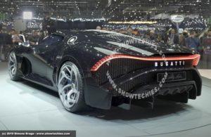 La voiture noire Bugatti bagagliaio e fari