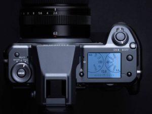 GFX100 Vista LCD e pulsanti superiori