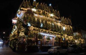 Pub Churchill Arms Luci ed Alberi di Natale 2020