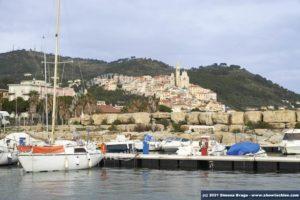 Porto di San Bartolomeo al Mare con vista di Cervo