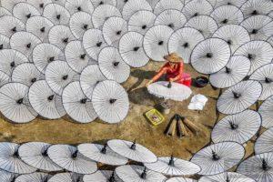 Fabbricante di ombrellini (c)Chin Leong Teo