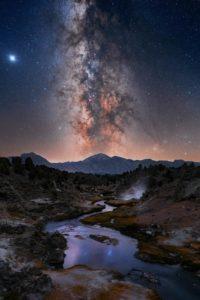 Allineamento verticale della Via Lattea dal Mammoth Lakes in California