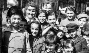 Bambini dietro filo spinato