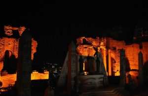 Aida a Taormina fondale
