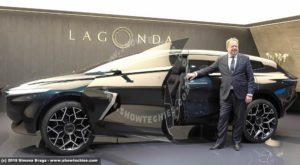 Andy Palmer con LAGONDA All-Terrain Concept a Ginevra 2019