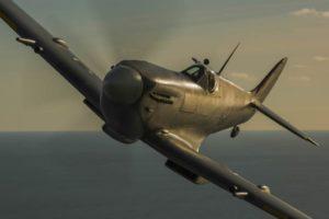 Silver Spitfire in volo