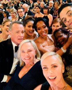 Selfie di Charlize Theron agli Oscar 2020